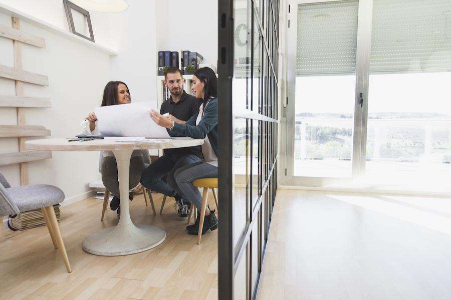 Por que trabalhar no coworking e não ter um escritório próprio?